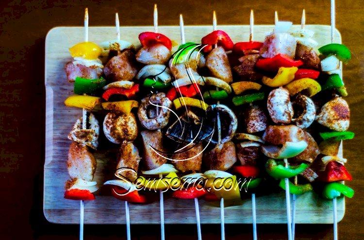 طريقة عمل أسياخ فاهيتا اللحم بالفلفل الملون