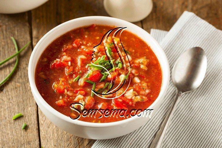 شوربة الطماطم والفلفل الباردة
