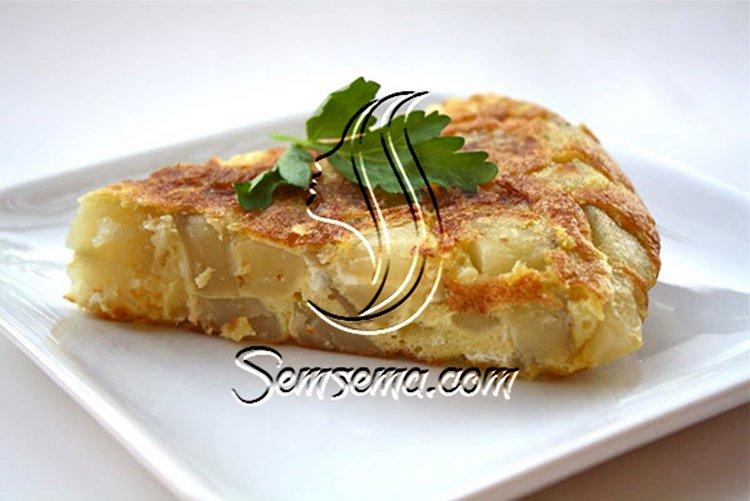 فطيرة بالبيض والبطاطس المشوية